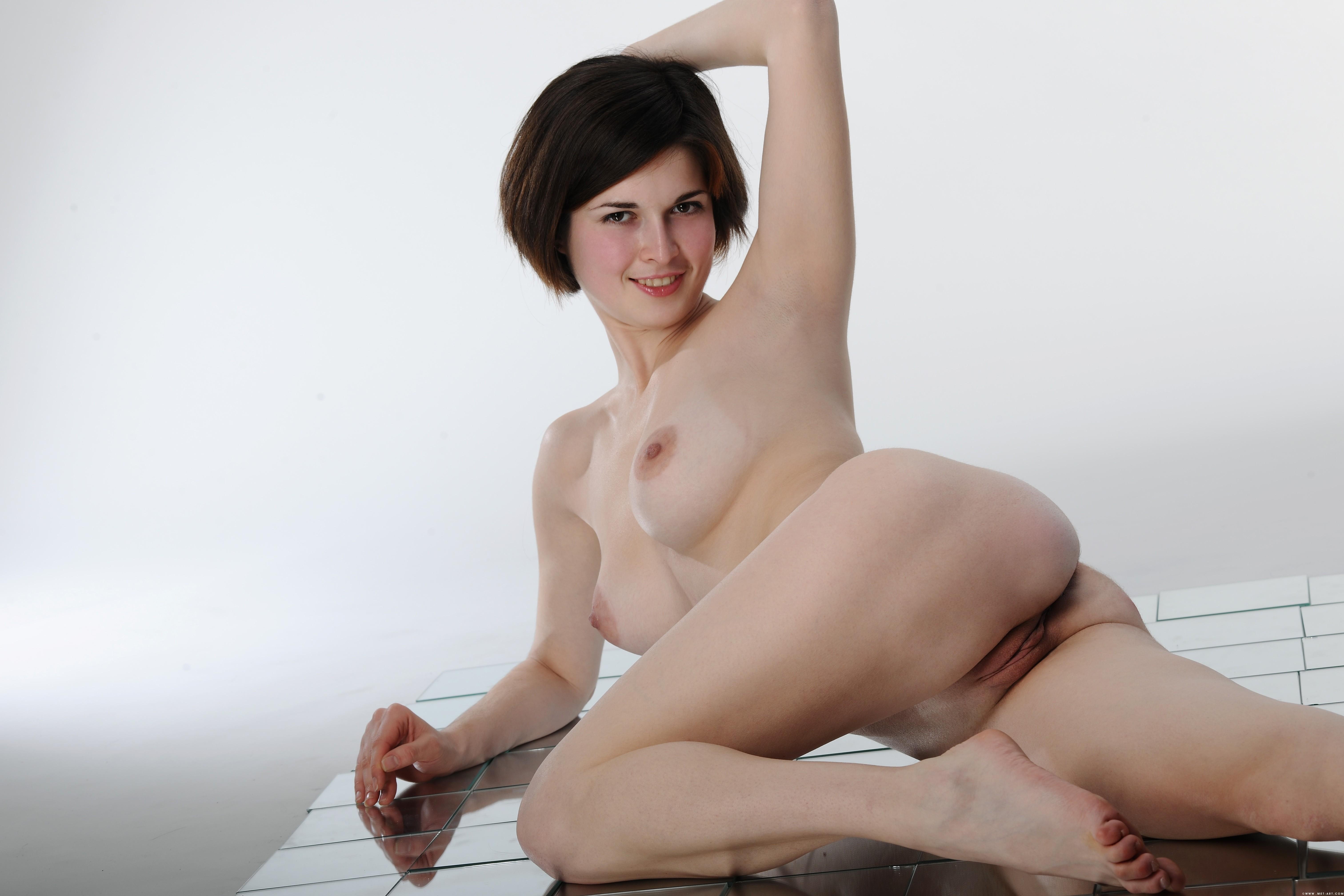 frantsuzskiy-devushki-foto-golie
