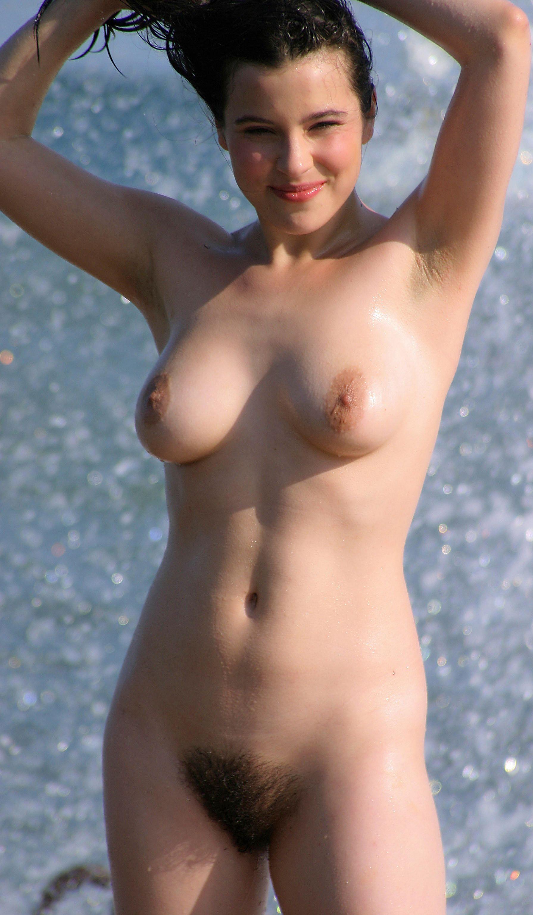 Голые нудисты на пляже без стыда и совести занимаются ...