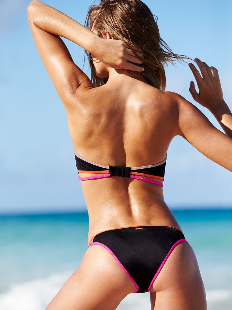 Iggy Azalea strips down to her bikini after Tyga dating