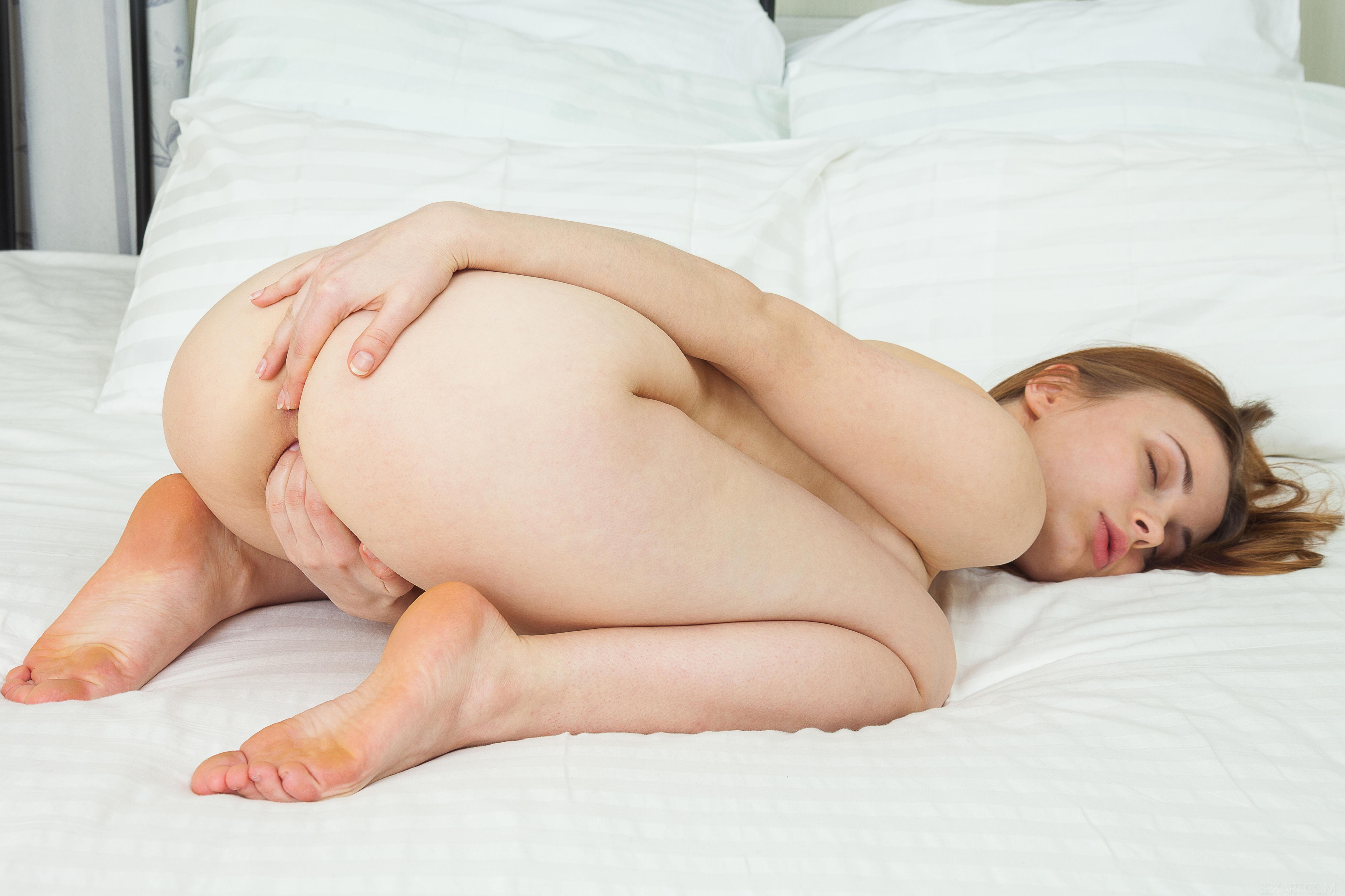 kak-ponyat-chto-devushka-masturbiruet